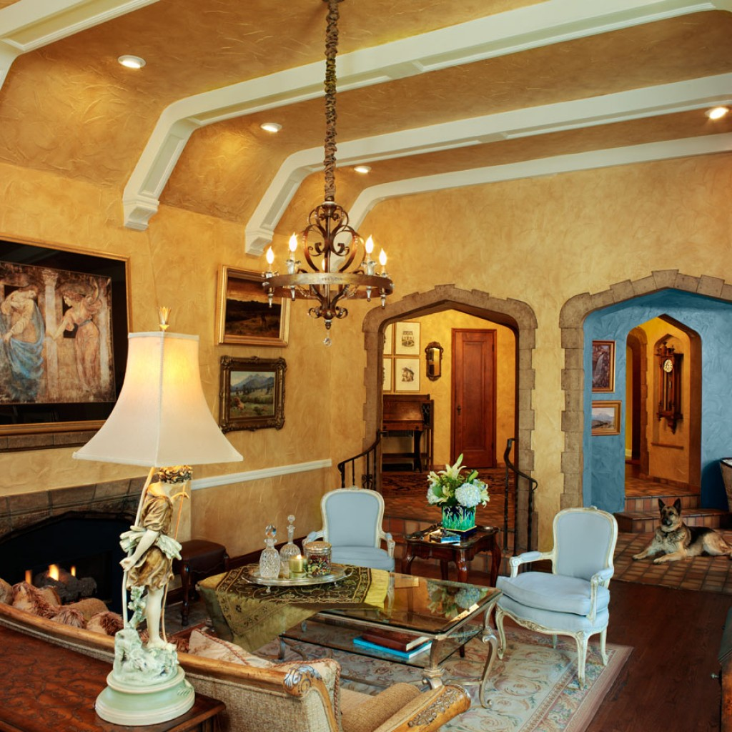 7th Avenue Parkway Living Room